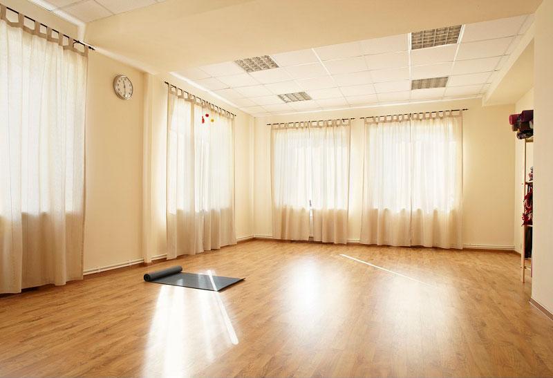 Снимем в аренду зал под йога-студию<br />100-120 кв.м. недалеко от м.Харьковская